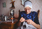 Urk Knitting woman 1